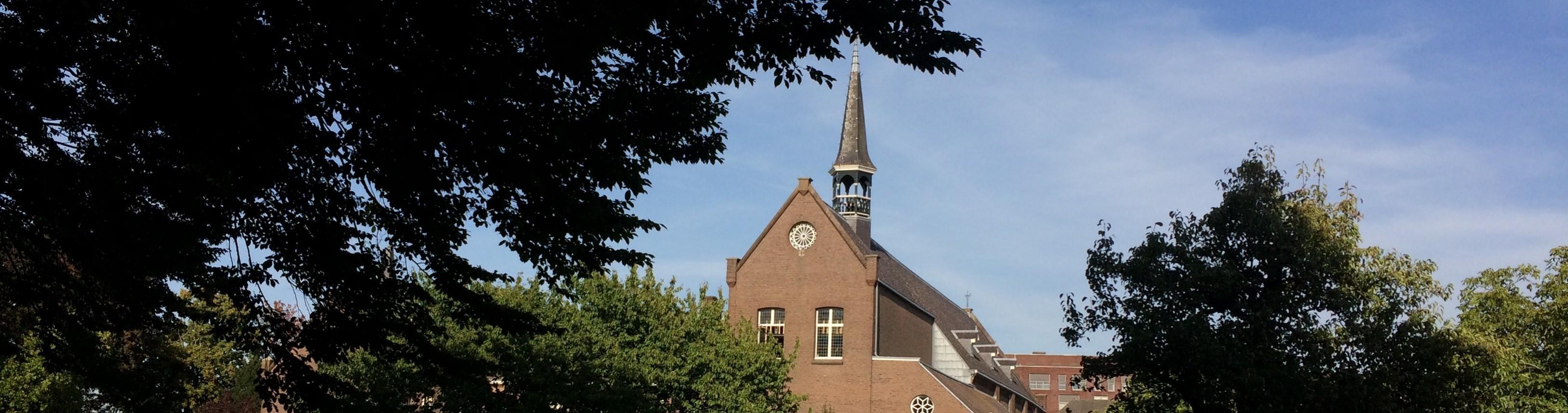 Het Klooster Breda gebouw vanuit de tuin